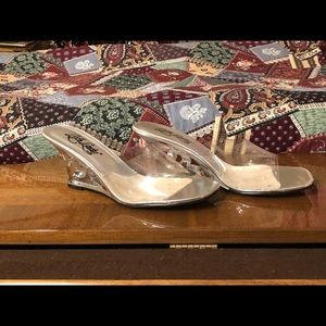 7 1/2 M Vintage Clear acrylic wedge Slippers